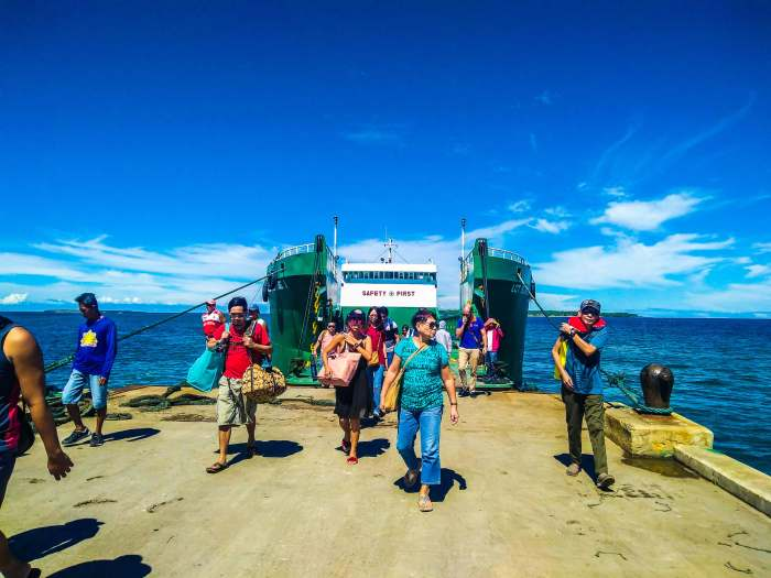 TOURISM SPOT. Passengers arrive at the Sta. Fe Port in Bantayan Island. The island is a top tourist destination in Cebu.