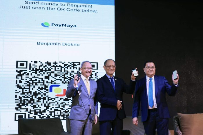 BOLSTERING DIGITAL TRANSACTIONS IN THE PHILIPPINES THROUGH QR Ph, THE NATIONAL QR CODE STANDARD. Bangko Sentral ng Pilipinas, led by Governor Benjamin Diokno (center), together with the Philippine Payments Management Inc. (PPMI), spearheaded the official launch of QR Ph, the Philippines' national QR code standard for digital payments, at the BSP headquarters in Manila on Wednesday. Seen in the photo are RCBC President and CEO Eugene S. Acevedo (left) and UnionBank President and CEO Edwin R. Bautista (right) conducting a fund transfer transaction to the PayMaya account of BSP Governor Diokno by simply scanning the QR Ph code in his PayMaya app, the first e-wallet in the country to adopt the national QR code standard. PayMaya, RCBC and UnionBank, along with LANDBANK, AUB, and Chinabank, are among the first financial institutions to pilot QR Ph, allowing instant and seamless fund transfers among account holders as part of the government's National Retail Payment System (NRPS) goals of raising the percentage of digital transactions in the country to 20% by 2020.