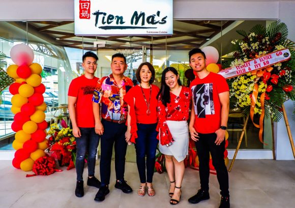 OWNER. Businessman Eric Ng Mendoza with his family.