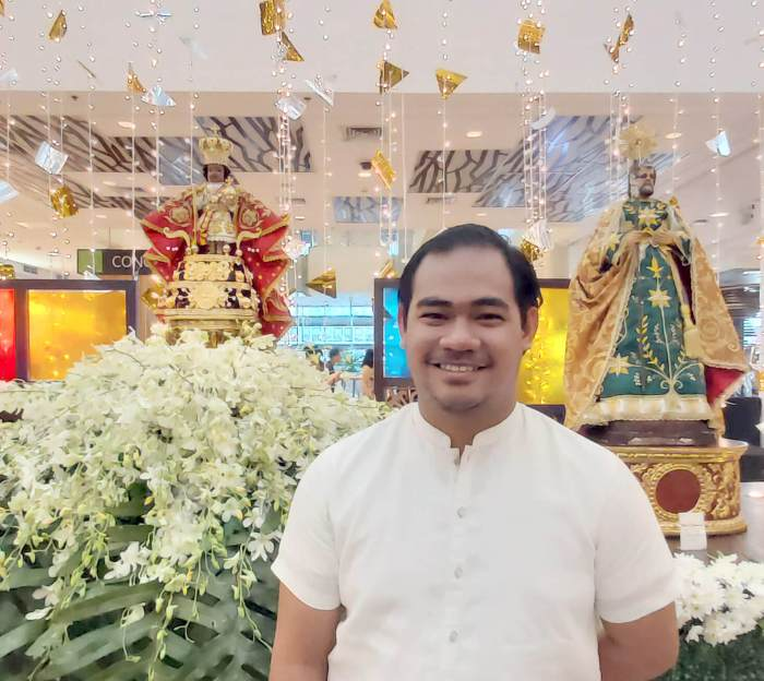 DEVOTEE-COLLECTOR. Sto. Niño devotee Ellis Mendez, 28, has 14 images from his collection in the exhibit. Among these is a replica of the Sto. Niño de Praga (Infant Jesus of Prague), which is among the most popular representations of the Child Jesus.