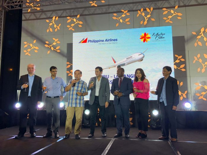 TOAST. PAL officials and guest offer a toast to the success of the Cebu-LA route.