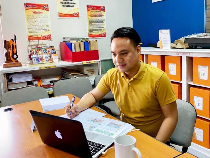 Dr. Ray Butch Mahinay, Regional ALS Focal Person of DepEd Region X, facilitated the first DLP In Action virtual workshop.