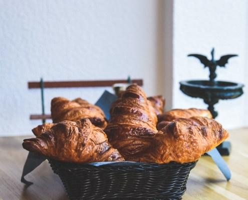 Kaffee Basel Rhein - Café Vonlanthen, Croissant zum Kaffee