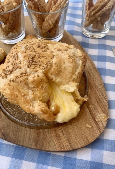 Hojaldre rellenos de queso brie
