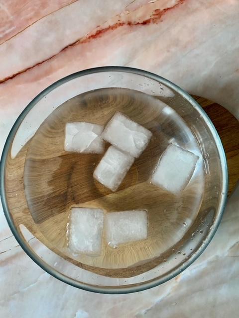 Agua con hielo