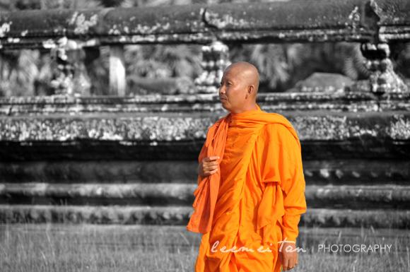 monk-in-cambodia