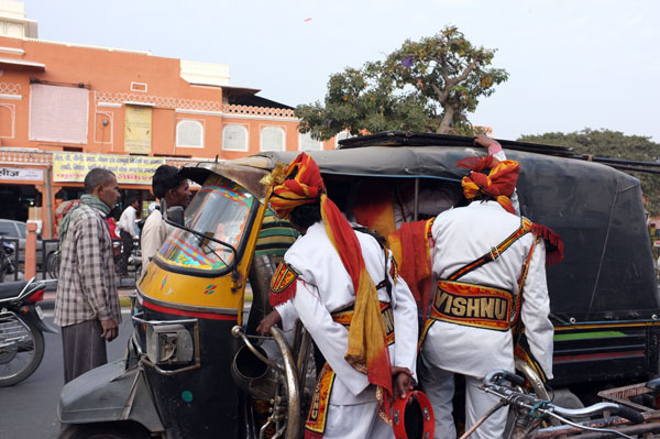 auto-rickshaw-and-men