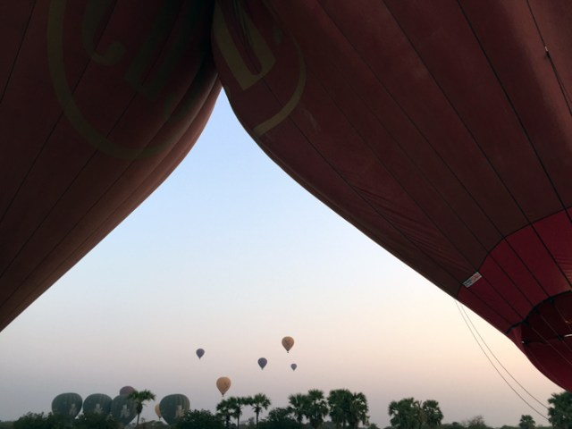 ballon-over-bagan-7