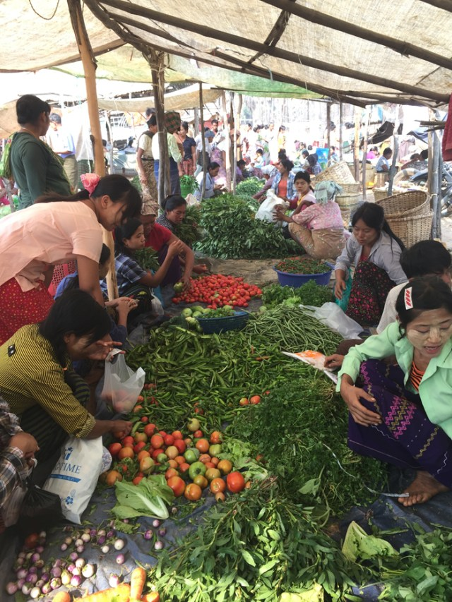 market-in-bagan-2