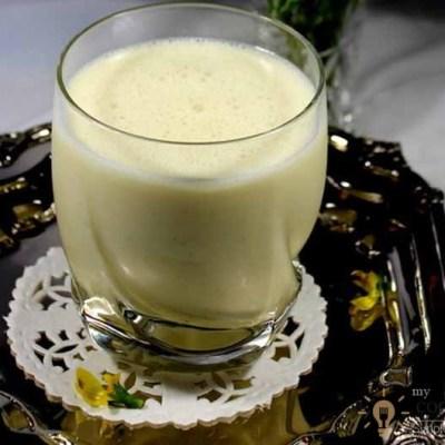 Banana Lassi (Indian refreshing yoghurt drink)
