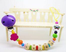 chupetero 3 263x210 - Grandes ideas de regalos para bebés y niños