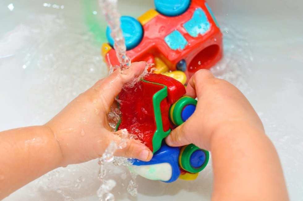 Cómo limpiar los juguetes de tus hijos