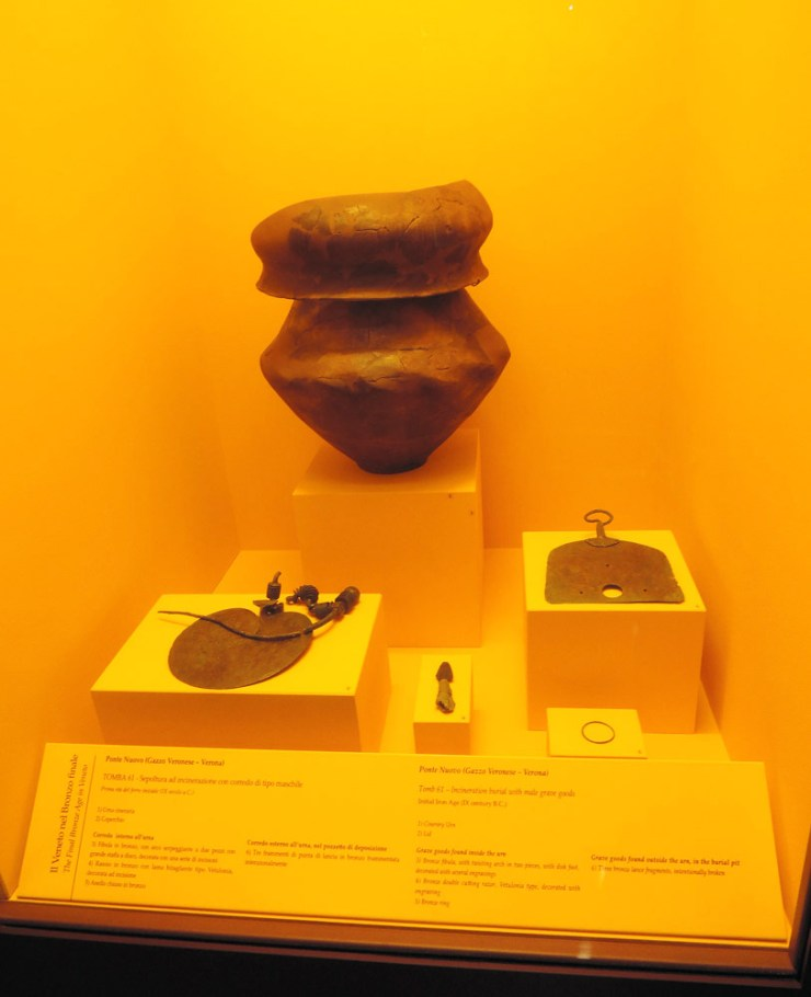 Razor (on the right) in National Archaeological Museum of Fratta