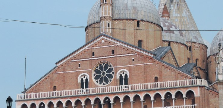 "The Saint with no name, Padua, the city of the 3 ""without"""