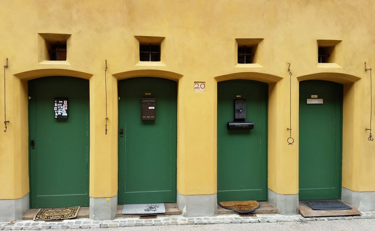 Different doorbells so that people could recognize their home door at night. Függerei, Augsburg