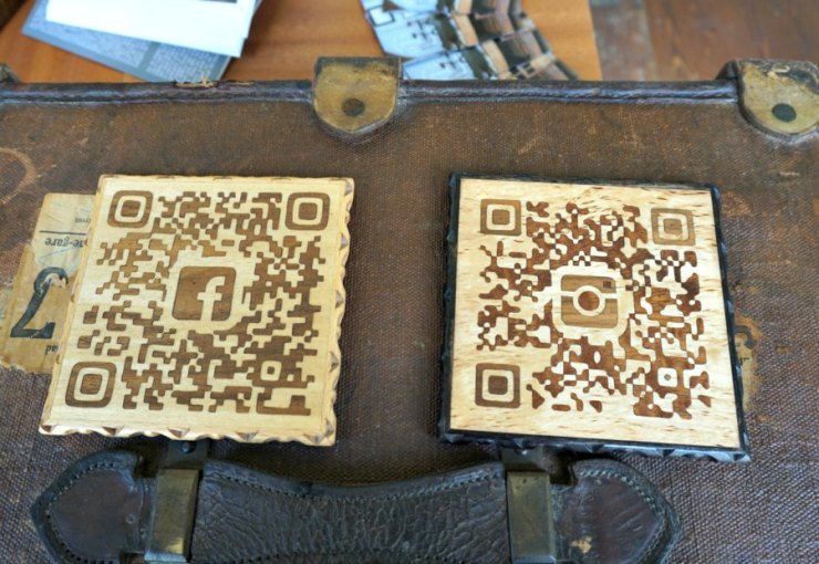 Zouganista Facebook and Instagram Wooden QR codes