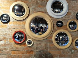 Van Eyck style mirrors