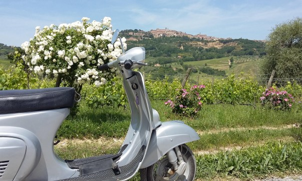 vespa tour, photo courtesy @Valdichiana Living