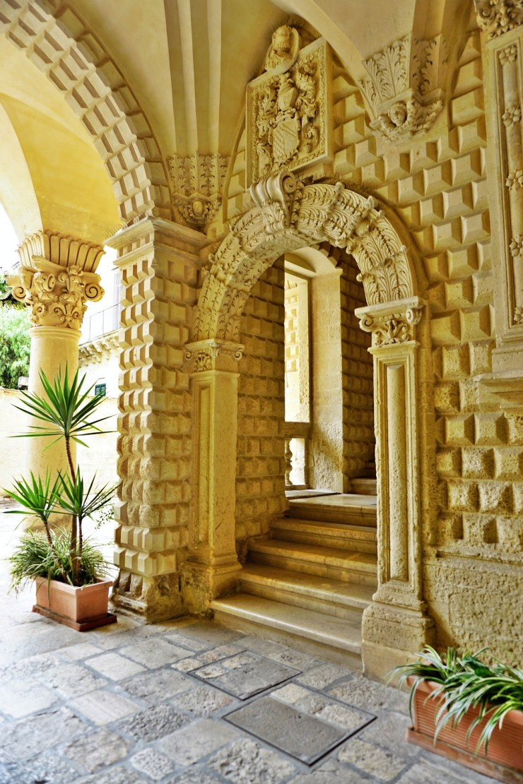 Sneaking into a palazzo in Lecce