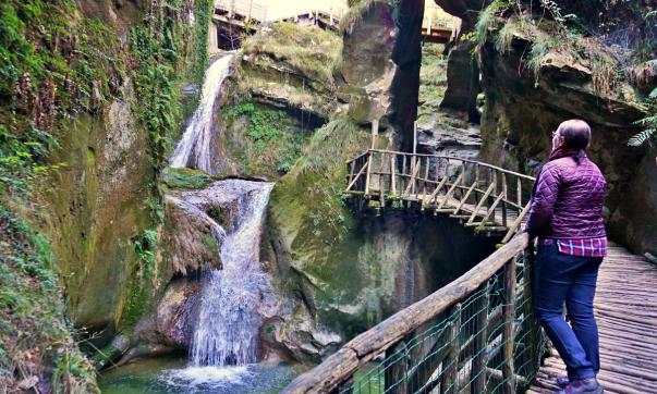 Caglieron caves