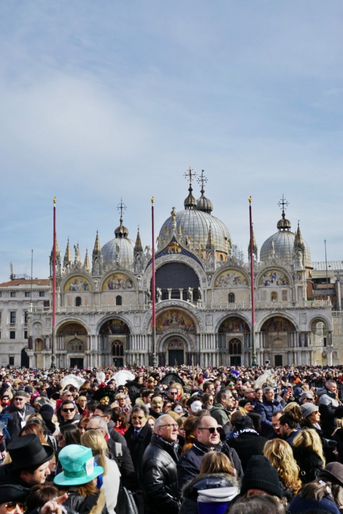 Piazza San Marco full of people for the Flight