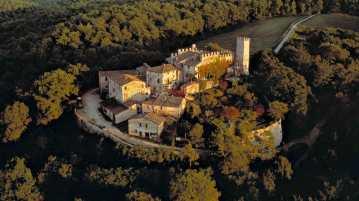 Montalto Castle: Tuscany Farmhouse Accommodation