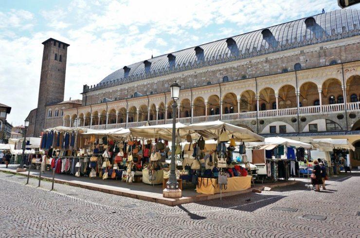 Padua markets: Piazza della Frutta