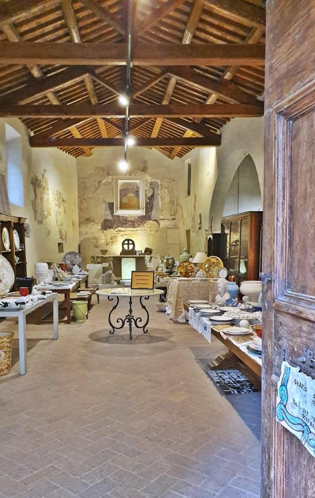 Ceramics shop Montefollonico