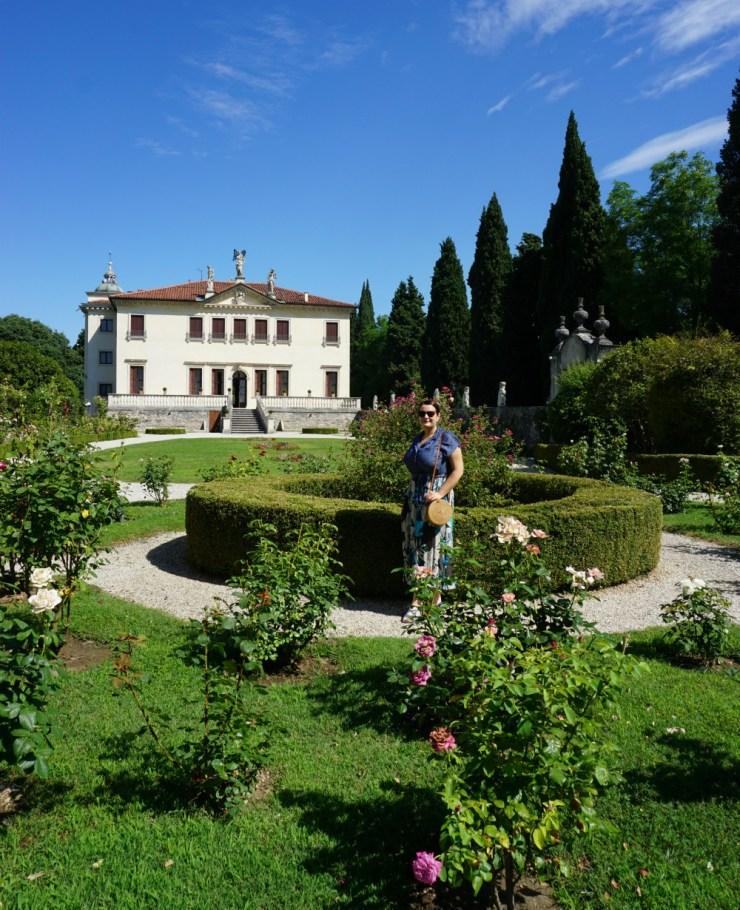 Me in front of Villa Valmarana ai Nani