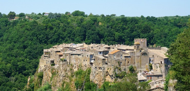 What to see in Calcata Italy, the village of artists and hippies