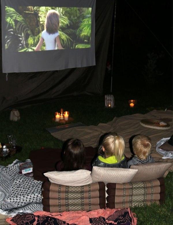 Summer outdoor movie night in the backyard   My Cosy Retreat