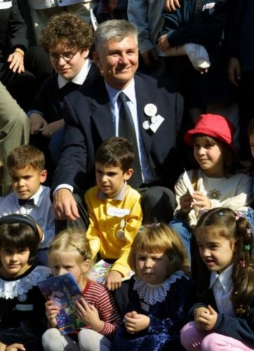 The Prime minister with pupils of a primary school