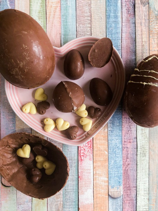 How to make Easter eggs at home?