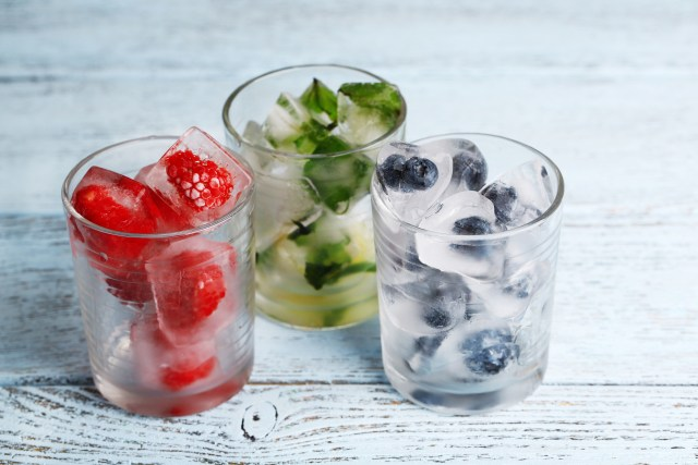 Adding fresh fruits and herbs to your ice cubes will impress your guests. It is incredibly quick and easy to construct. Here are 5 easy ice cubes to create