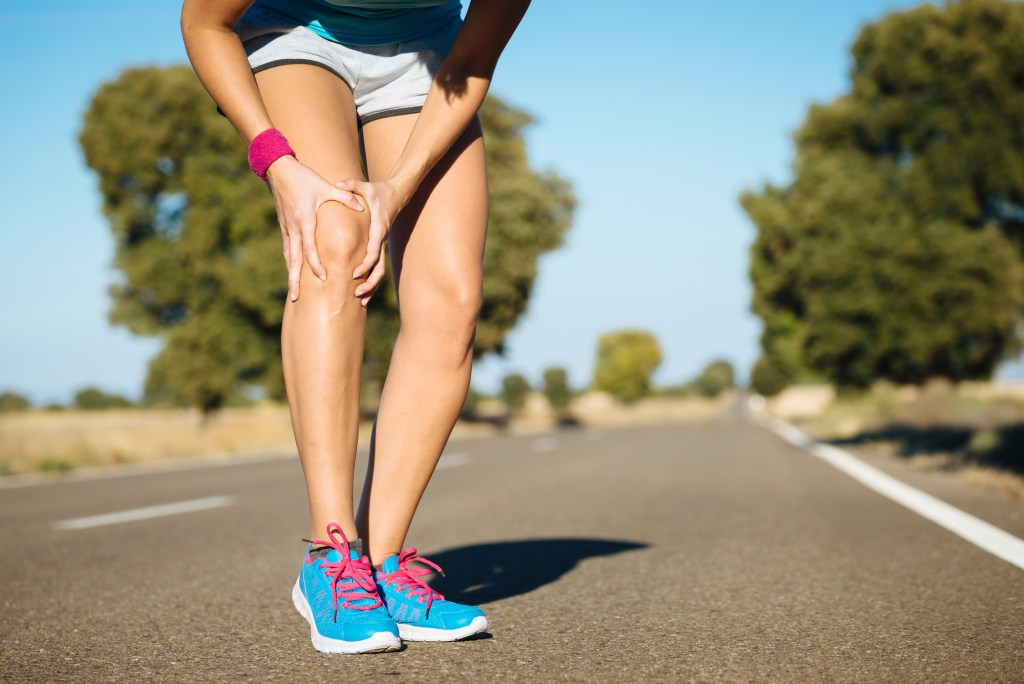 Knee pain can be prevented when you know the secrets. There is a natural, conservative approach to stop the pain. Here are the four things you can do today