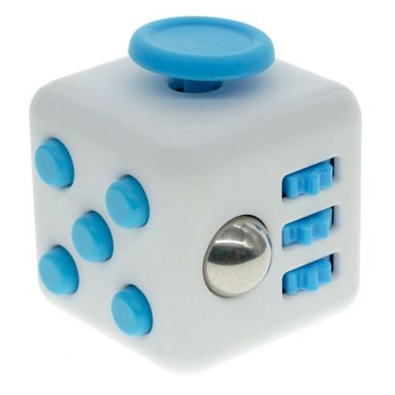 20 petits cadeaux de noel a moins de 10 euros - fidget cube