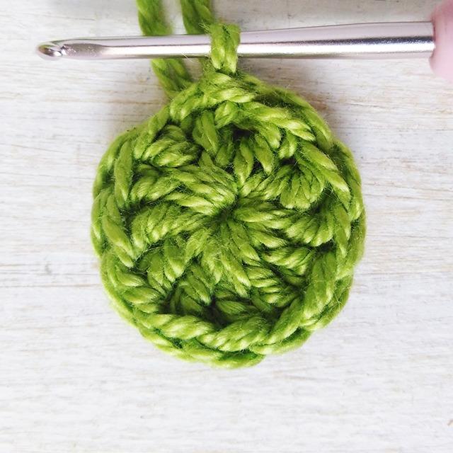 Crochet Poppy Flower moaracrochet.com