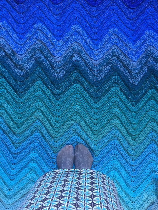 A Chevron Crochet Blanket Basic Guide Blue Ombre Chevron Crochet Blanket Crochet Patterns How To