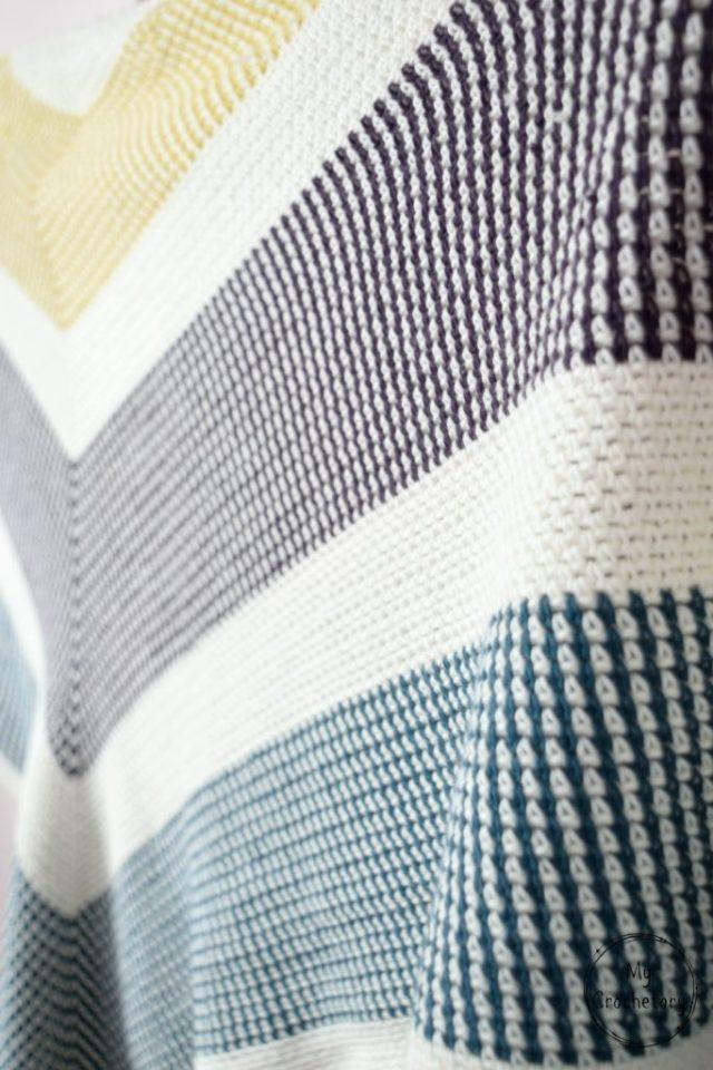 Triangle Moss Stitch Shawl - free crochet pattern for the moss stitch lovers by www.mycrochetory.com