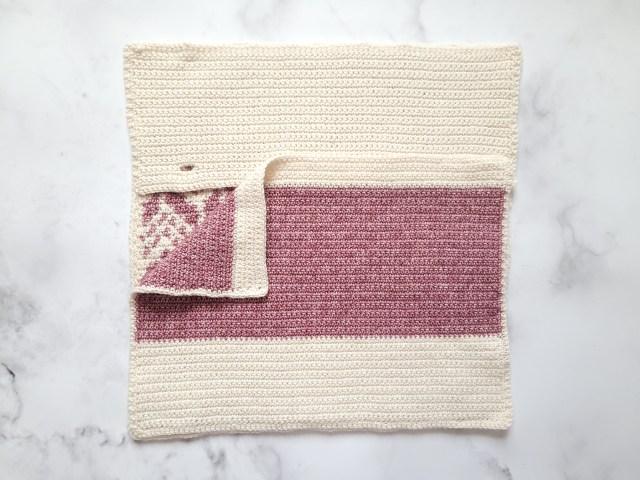 The Cevro Intarsia Crochet Pillow - free crochet pattern by mycrochetory.com