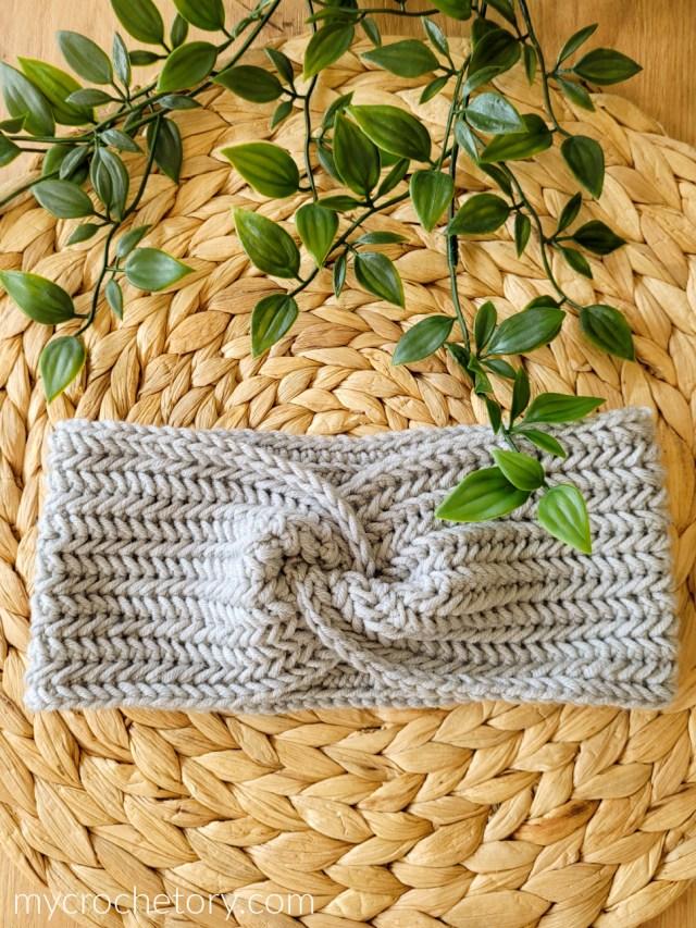 Twisted Herringbone Crochet Headband - free crochet pattern.