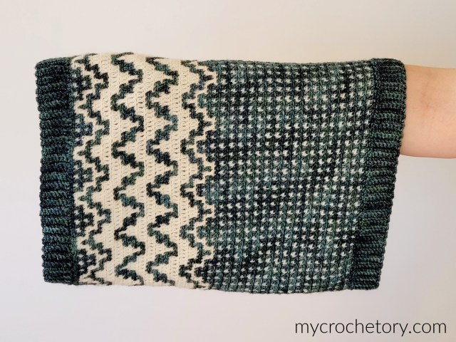 Namari Mosaic Crochet Cowl free pattern with step-by-step picture tutorial.