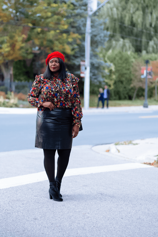 PLus size fall outfit ideas-leather-skirt- Mycurvesandcurls