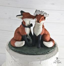 Realistic Fox Love Kissing Wedding Cake Topper