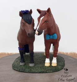 Horses Realistic Bay Cake Topper