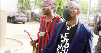 Drama As Sowore's 'Bodyguard' Arrives Court In Cultural Apparel