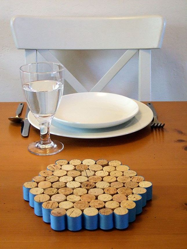 wine-cork-projects-trivet-from-crafty-nest