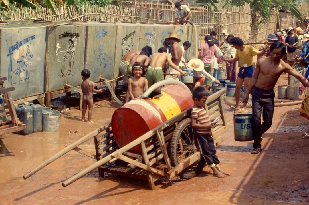 thai-refugee-camp-h2o-station