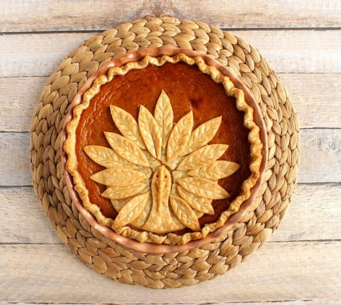 thanksgiving-turkey-pumpkin-pie-1-750x671