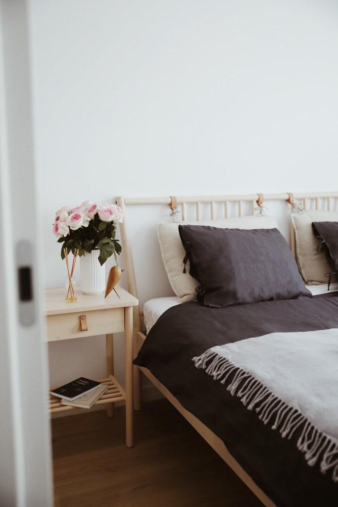 mała sypialnia w bloku IKEA